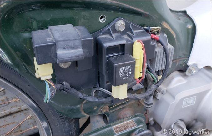 a00054_スーパーカブ90のバッテリー交換_14