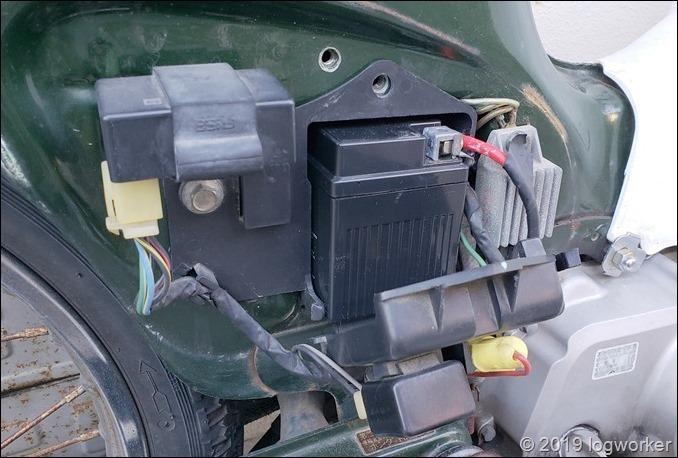 a00054_スーパーカブ90のバッテリー交換_15