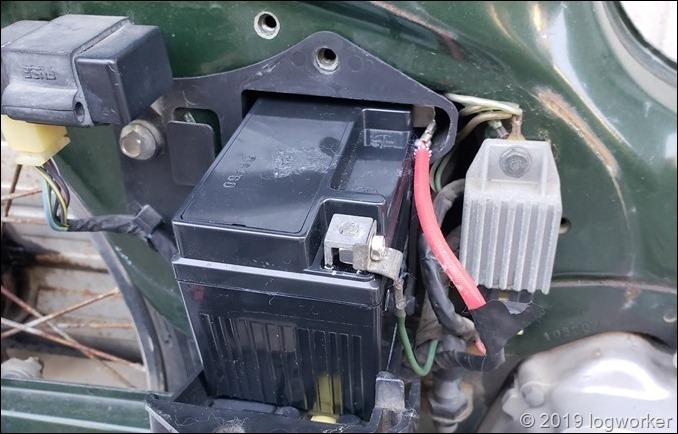 a00054_スーパーカブ90のバッテリー交換_18